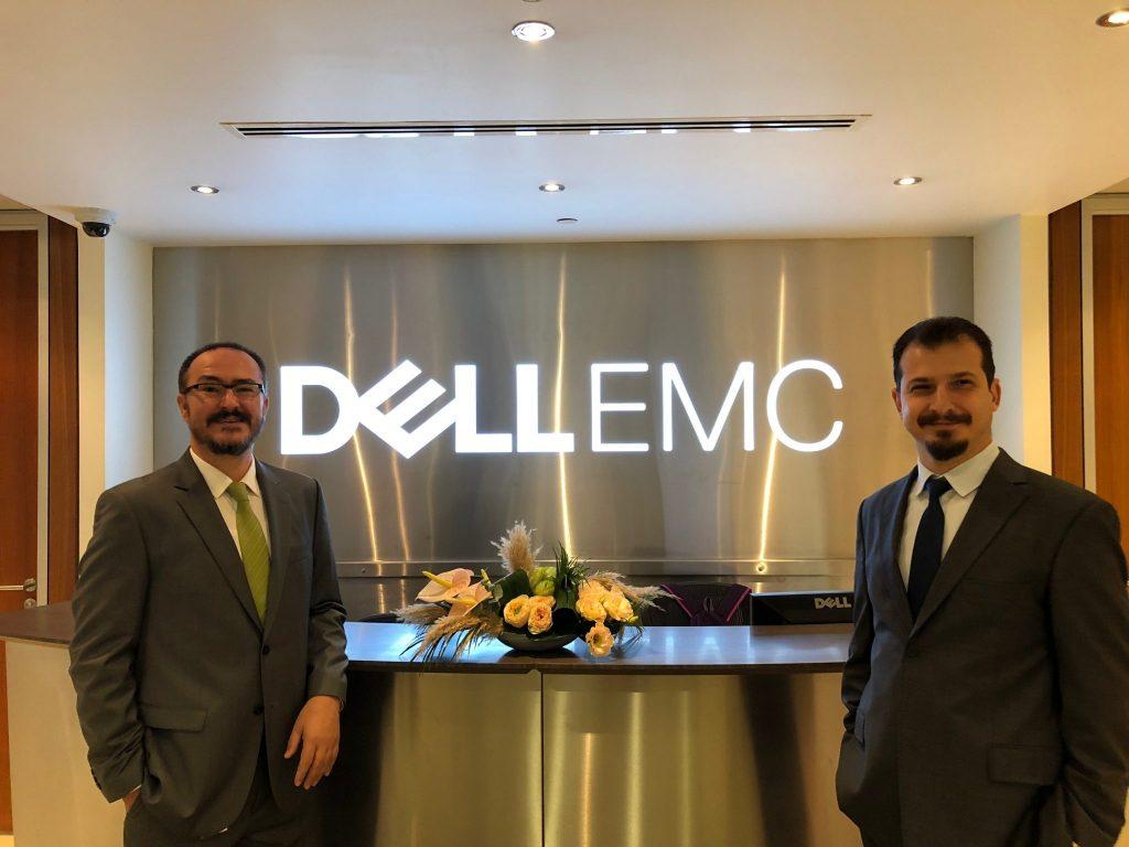 Dell EMC Müşteri Yöneticisi Kağan Aydemir ve Dell EMC Kıdemli Sistem Mühendisi Mehmet Ferhat Boyacıoğlu