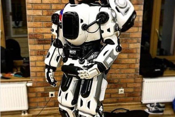 Robotun içinde insan varmış