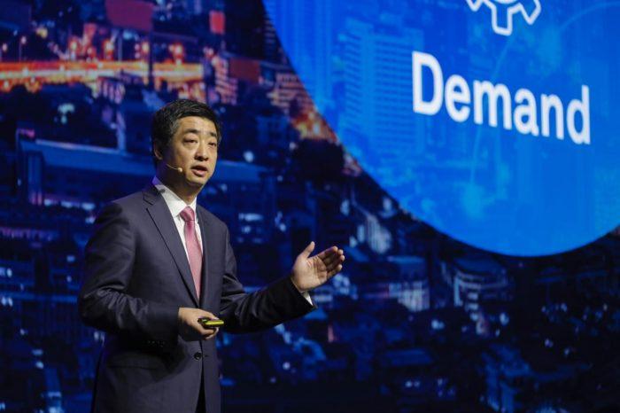 Huawei CEO'su Ken Hu 2019'da100 milyar dolar gelir beklediğini açıkladı
