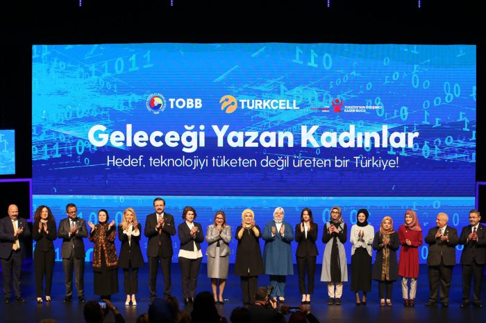 Kadınlara eğitim ve iş imkanı sunan 'Geleceği Yazan Kadınlar'a başvurular sürüyor