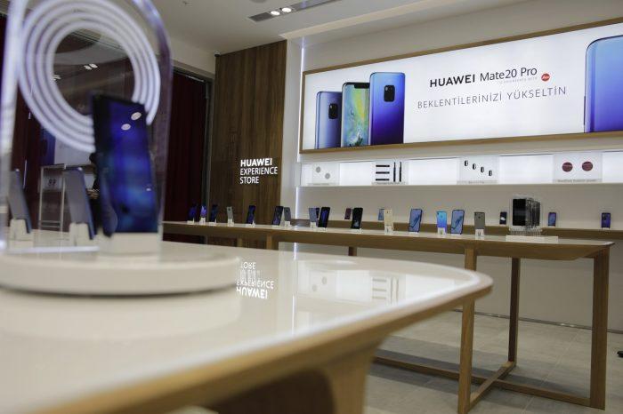 Huawei ilk mağazasını İzmir'de açtı