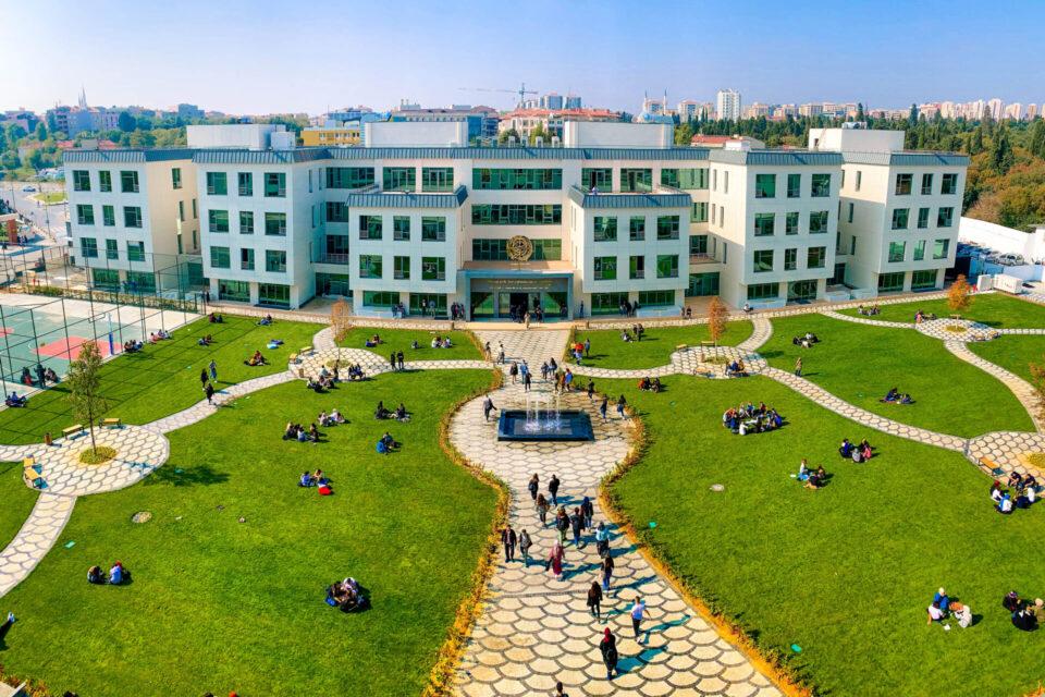 Biruni Üniversitesi ve Hastanesi, Yüksek Performanslı Ağ ve Depolama Çözümleriyle Sağlam Bir BT Zemini Yaratıyor