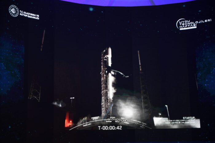 """""""Uydu üzerindeki tüm operasyonlar planlandığı şekilde sorunsuz devam ediyor"""""""